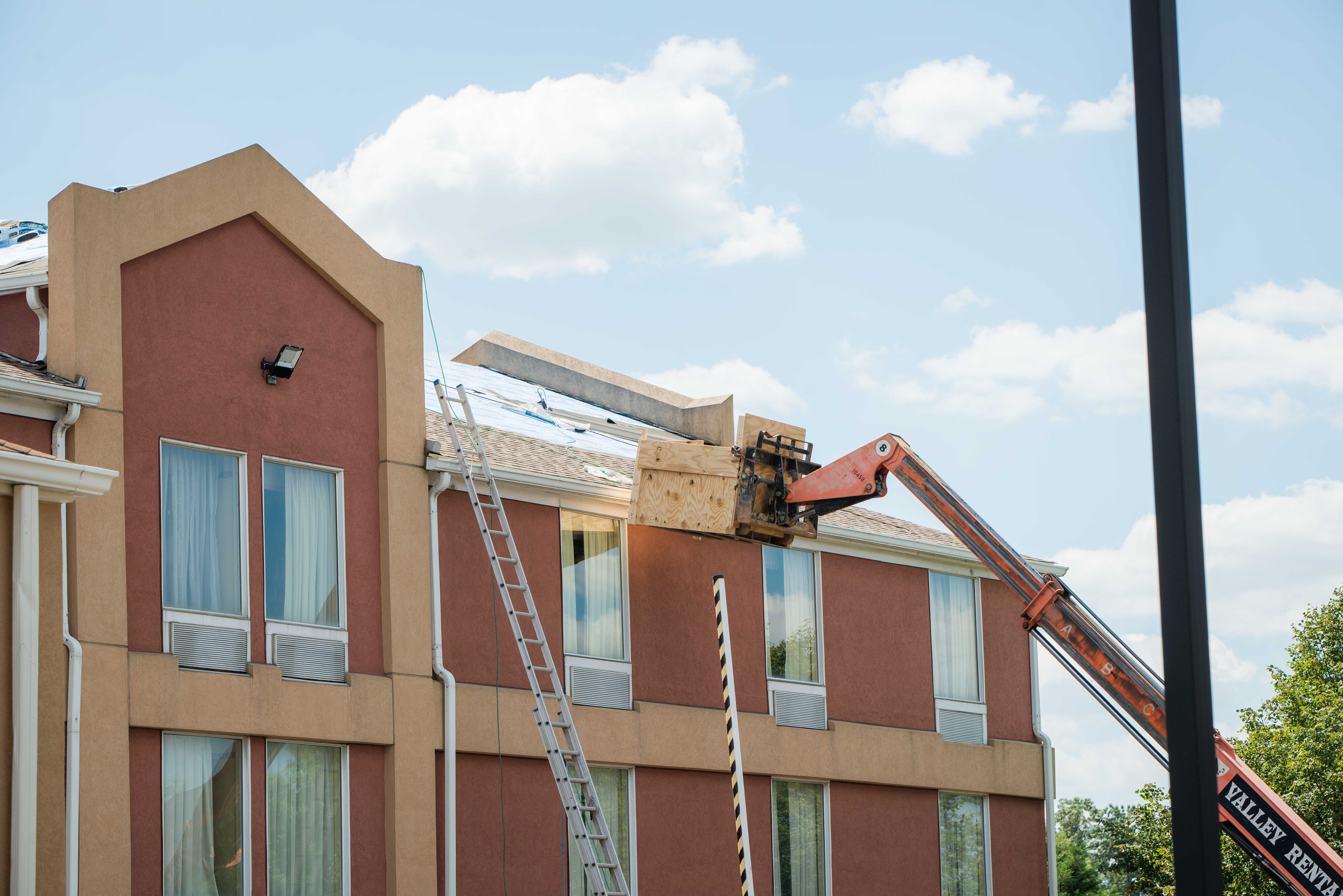comfort inn roofing bowie roof |